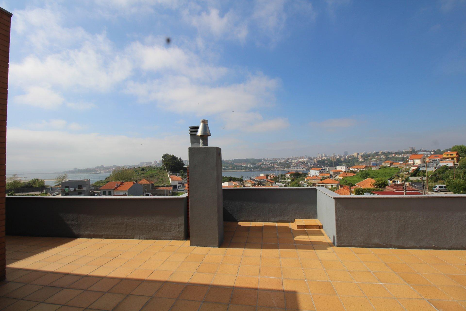 3 Bedroom Apartment Vila Nova de Gaia, Porto Ref: AAP47