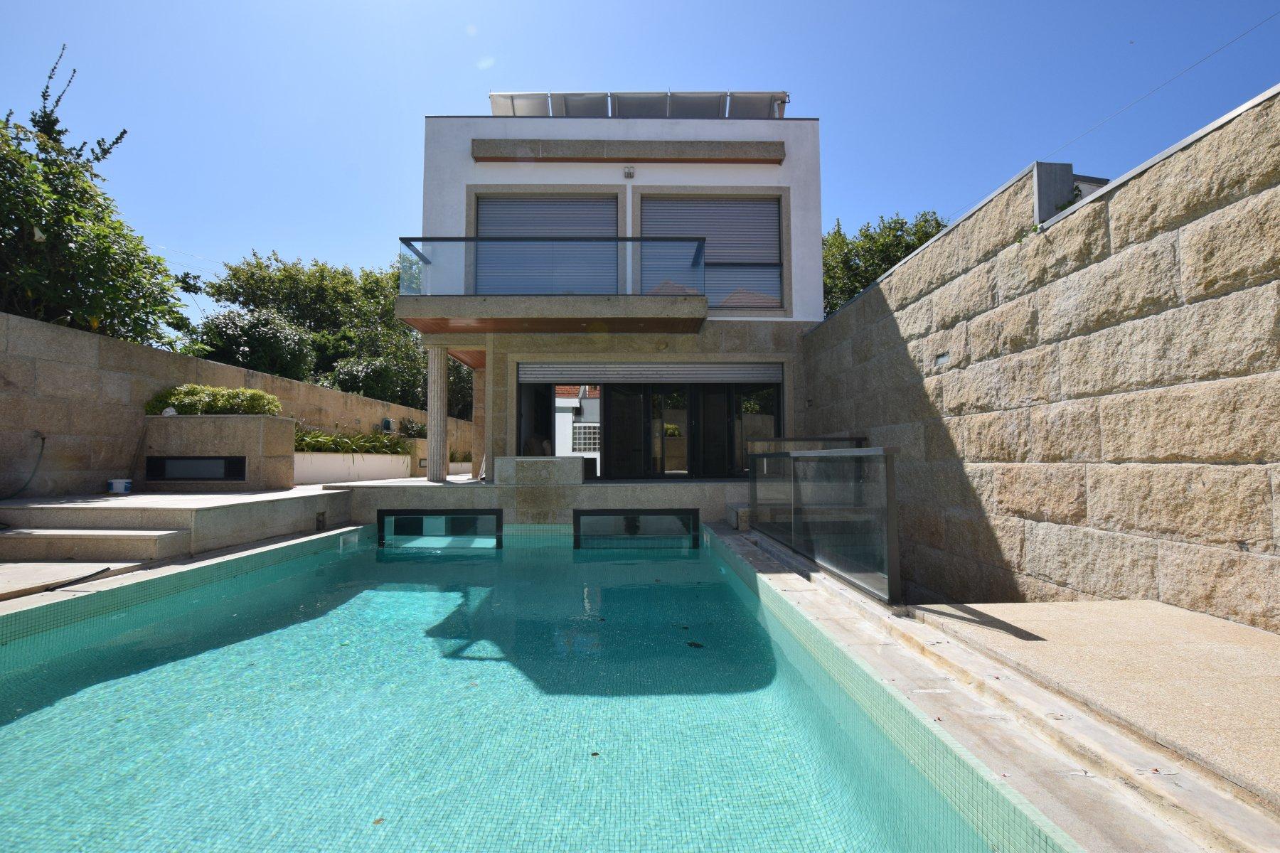 4 Bedroom Villa Vila Nova de Gaia, Porto Ref: AVP51
