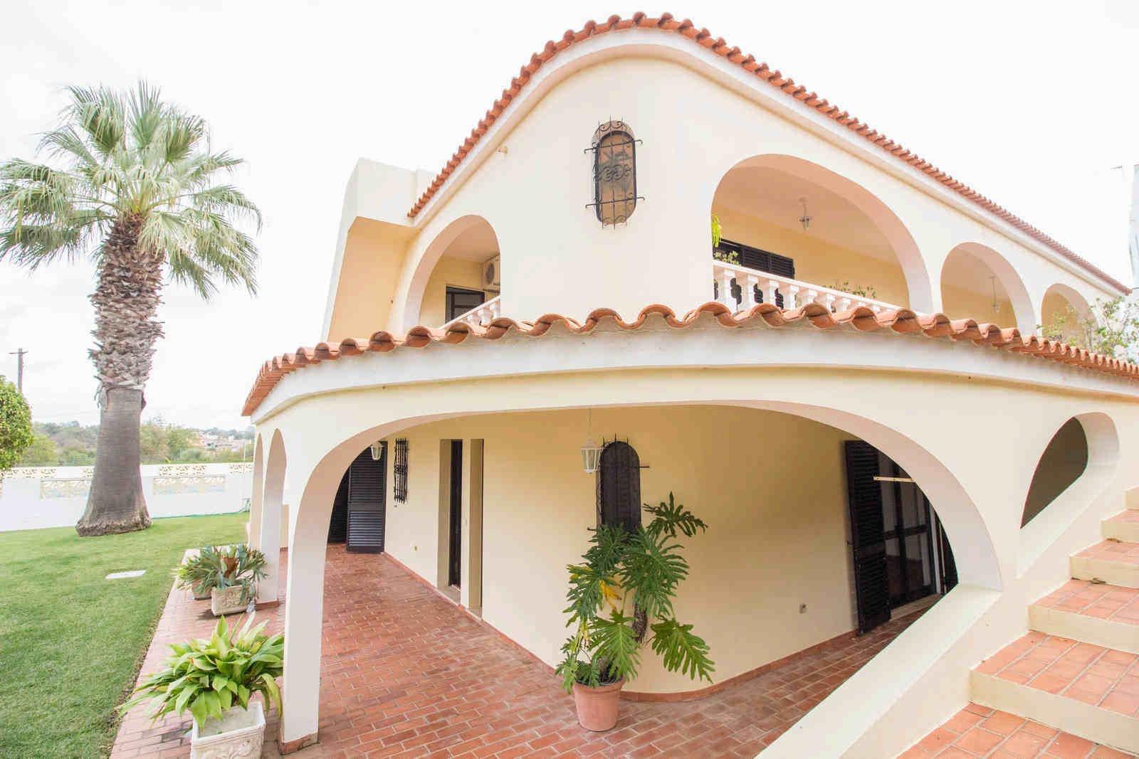 5 Bedroom Villa Almancil, Central Algarve Ref: PV3528