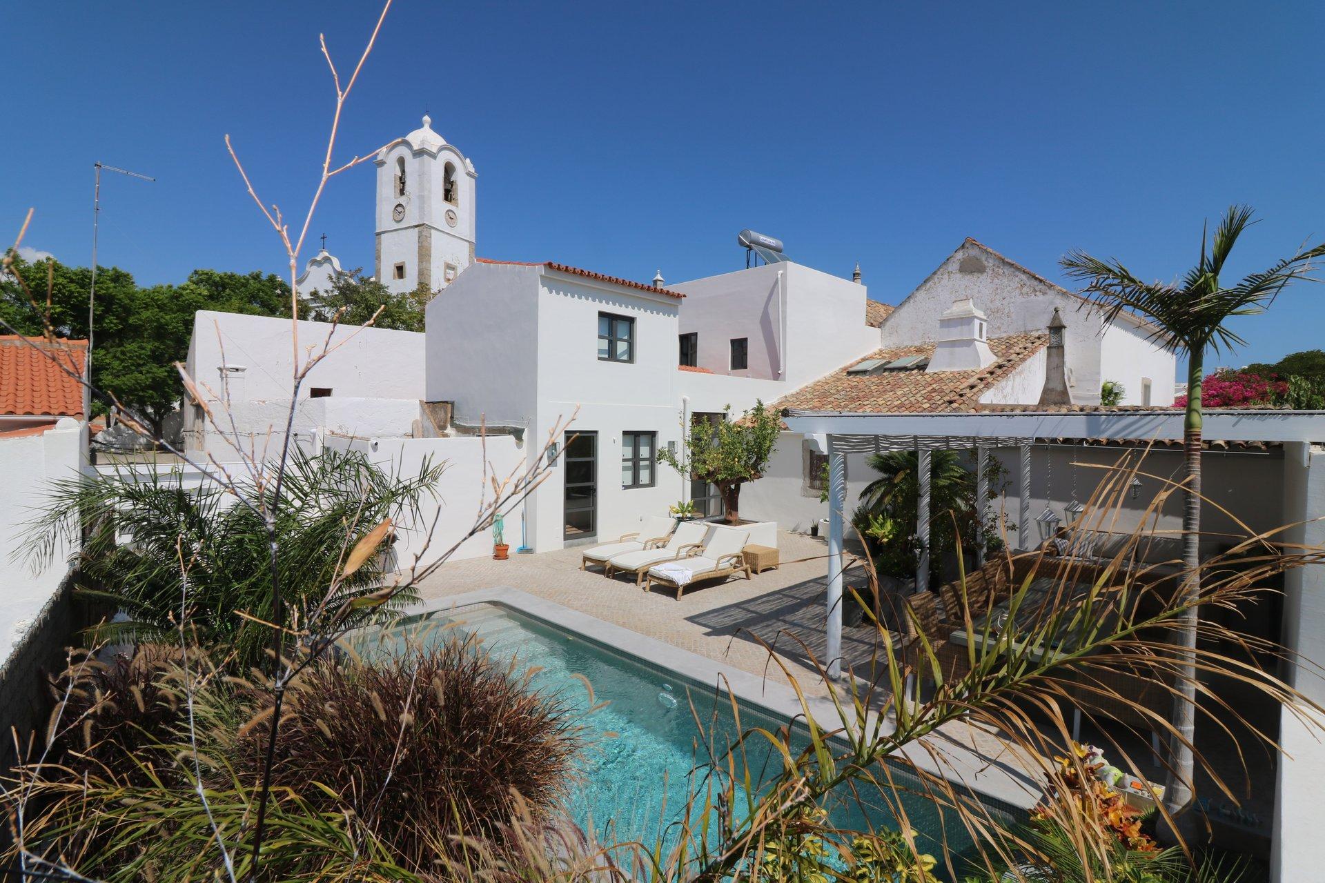4 Bedroom Villa Santa Barbara de Nexe, Central Algarve Ref: JV10382