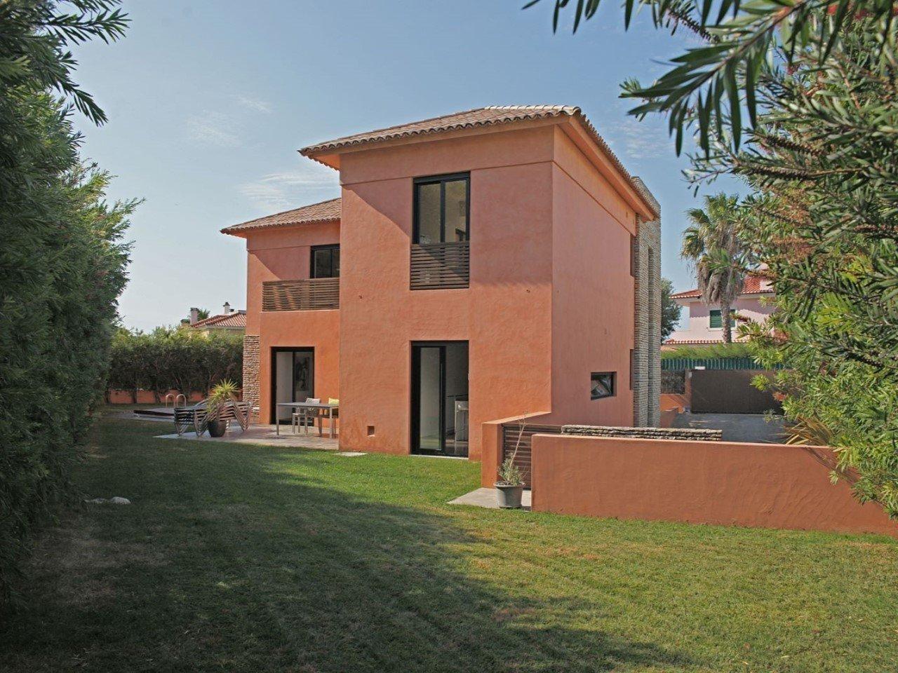4 Bedroom Villa Cascais, Lisbon Ref: AVM216