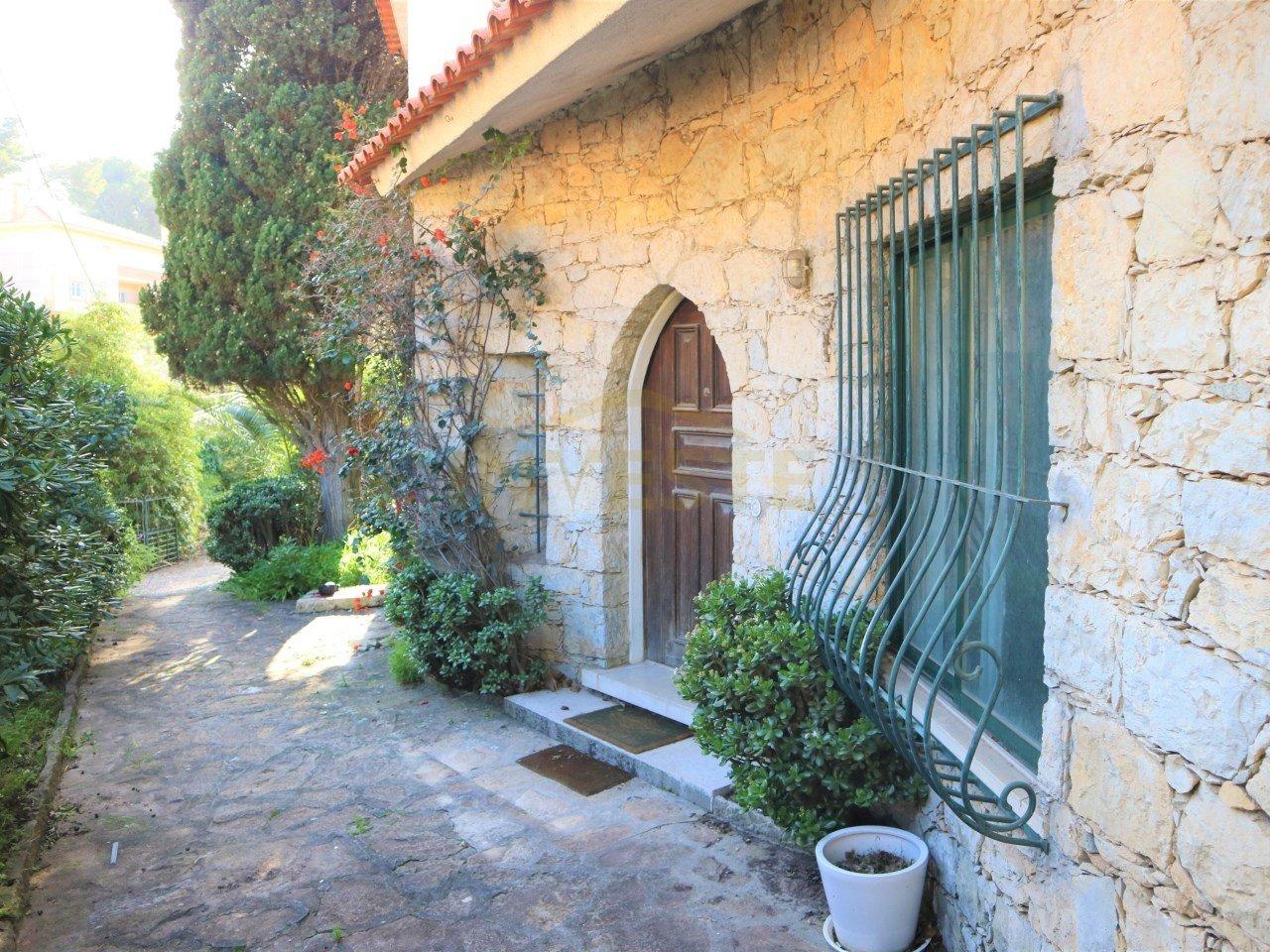6 Bedroom Villa Estoril, Lisbon Ref: AVI341