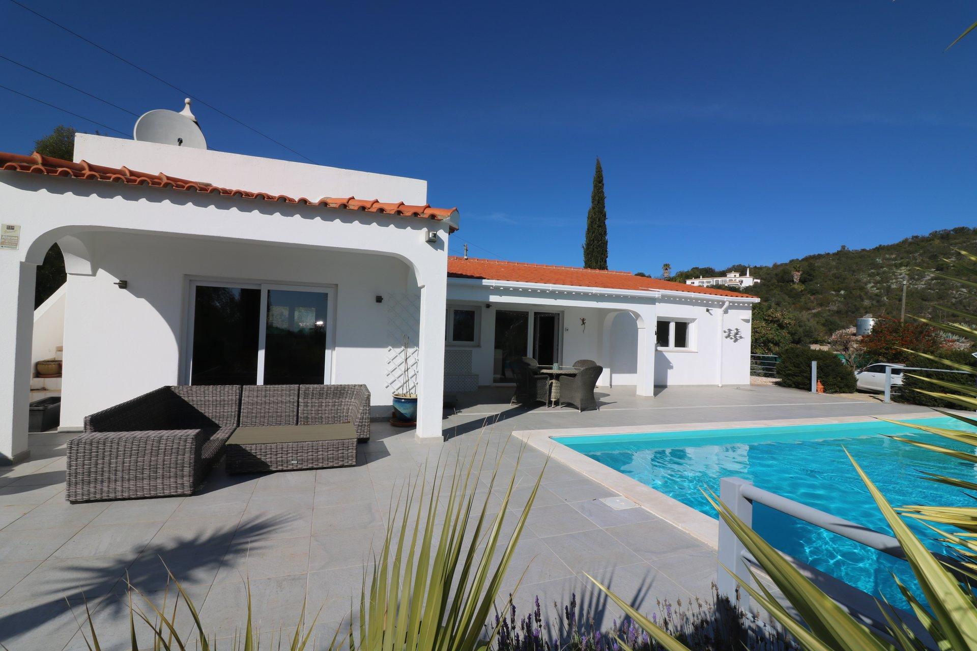 4 Bedroom Villa Santa Barbara de Nexe, Central Algarve Ref: JV10409