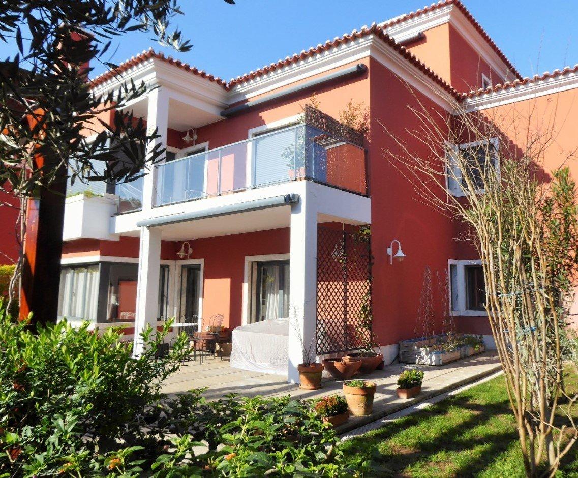 3 Bedroom Villa Cascais, Lisbon Ref: AVM225
