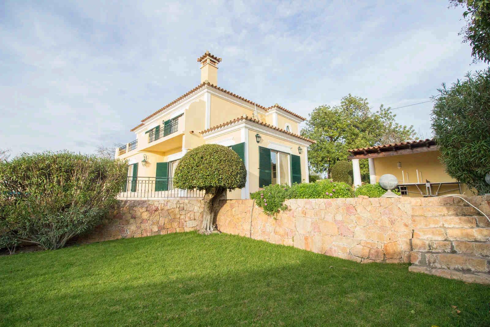 4 Bedroom Villa Almancil, Central Algarve Ref: PV3540