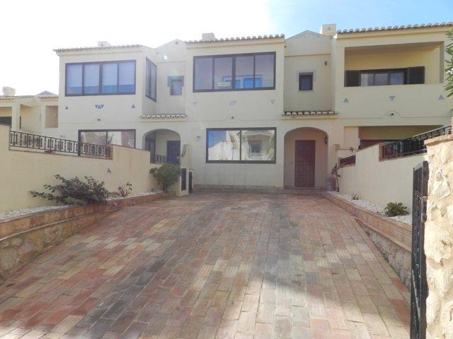3 Bedroom Townhouse Salema, Western Algarve Ref: GV594
