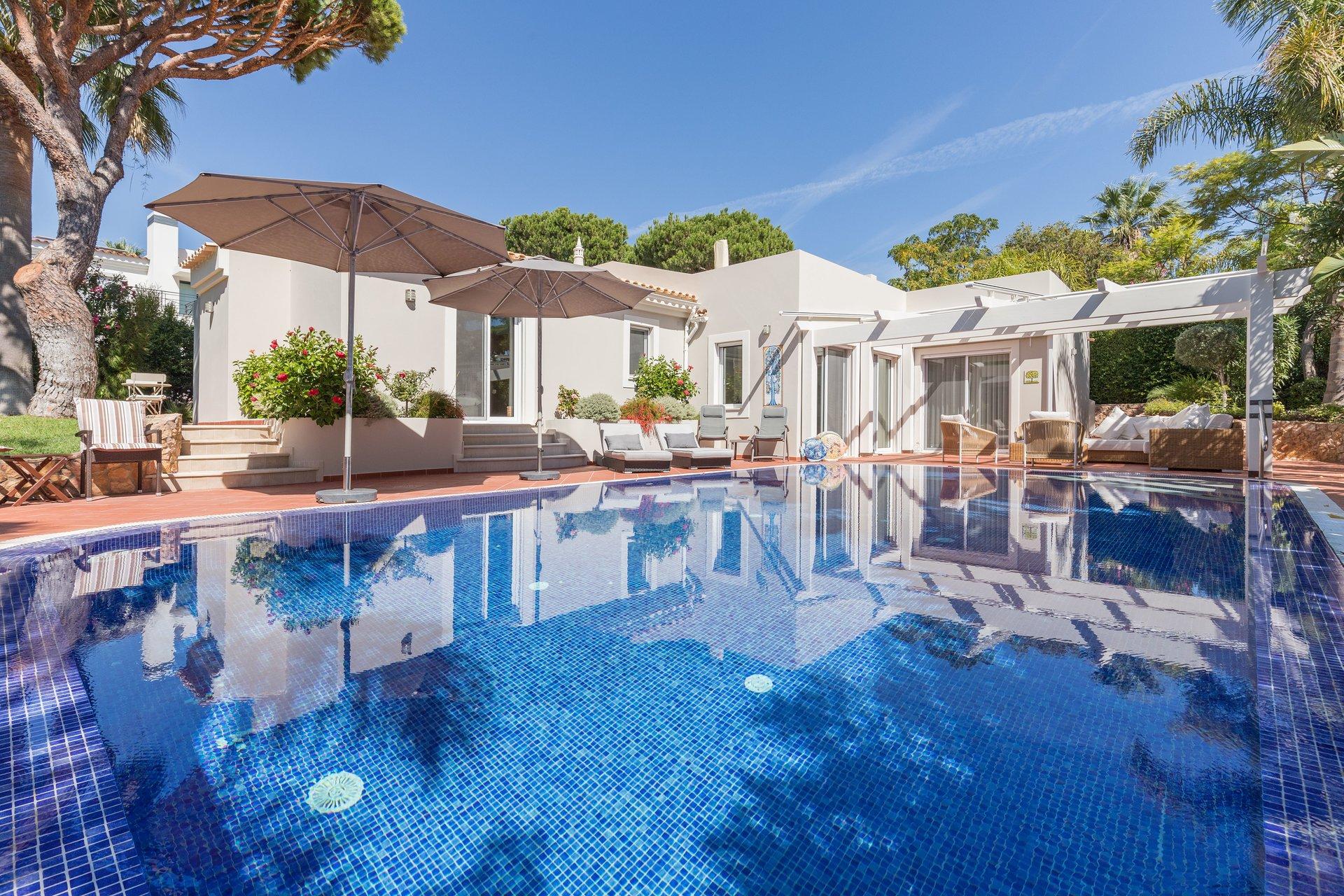 4 Bedroom Villa Almancil, Central Algarve Ref: MV23445