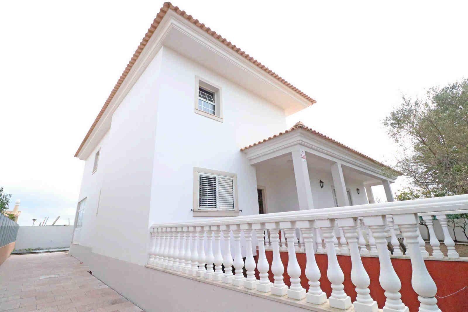4 Bedroom Villa Faro, Central Algarve Ref: PV3541