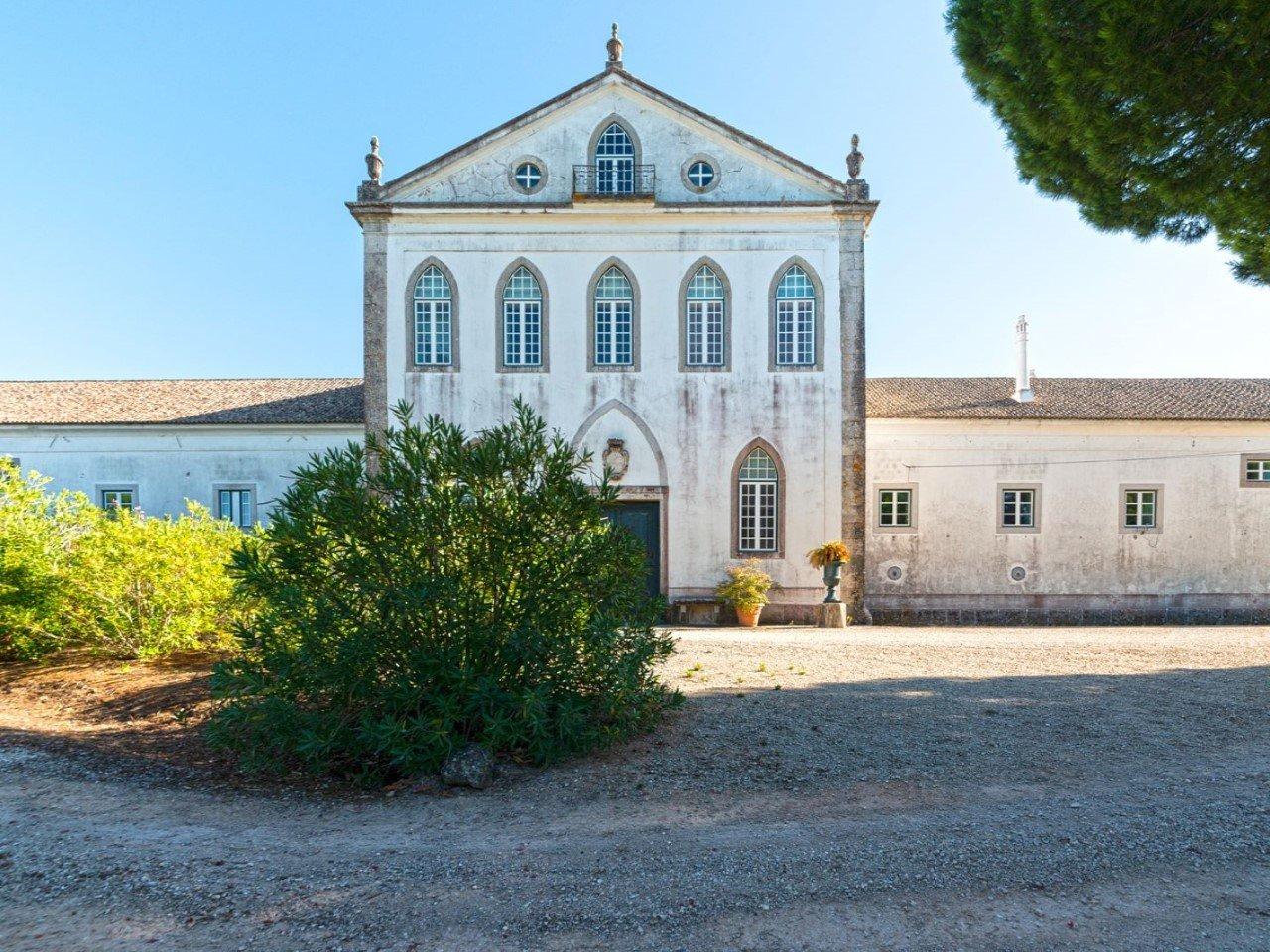 10 Bedroom House Setubal, Lisbon Ref: AMV13700