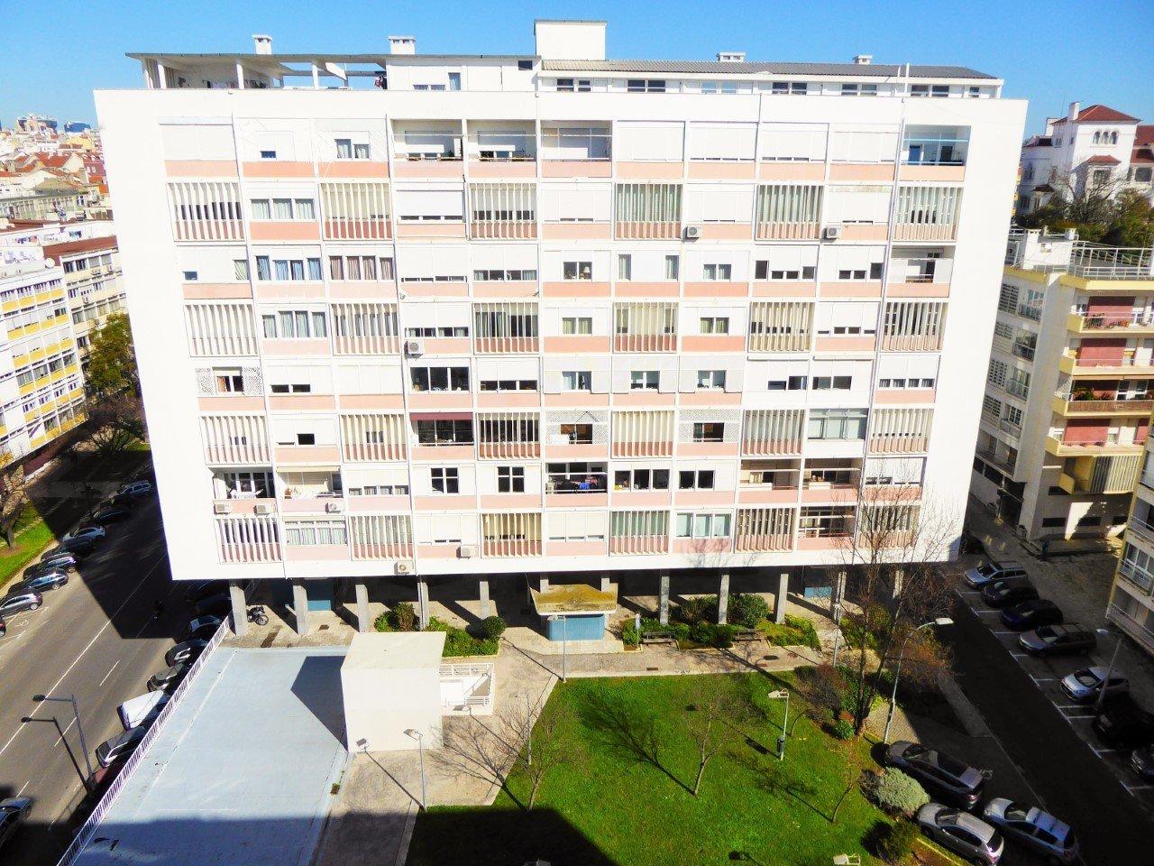 4 Bedroom Apartment Lisbon, Lisbon Ref: AAM239