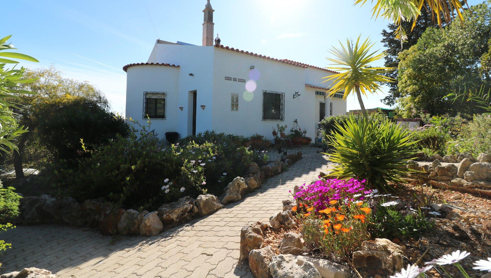 2 Bedroom Villa Sao Bras de Alportel, Central Algarve Ref: JV10423