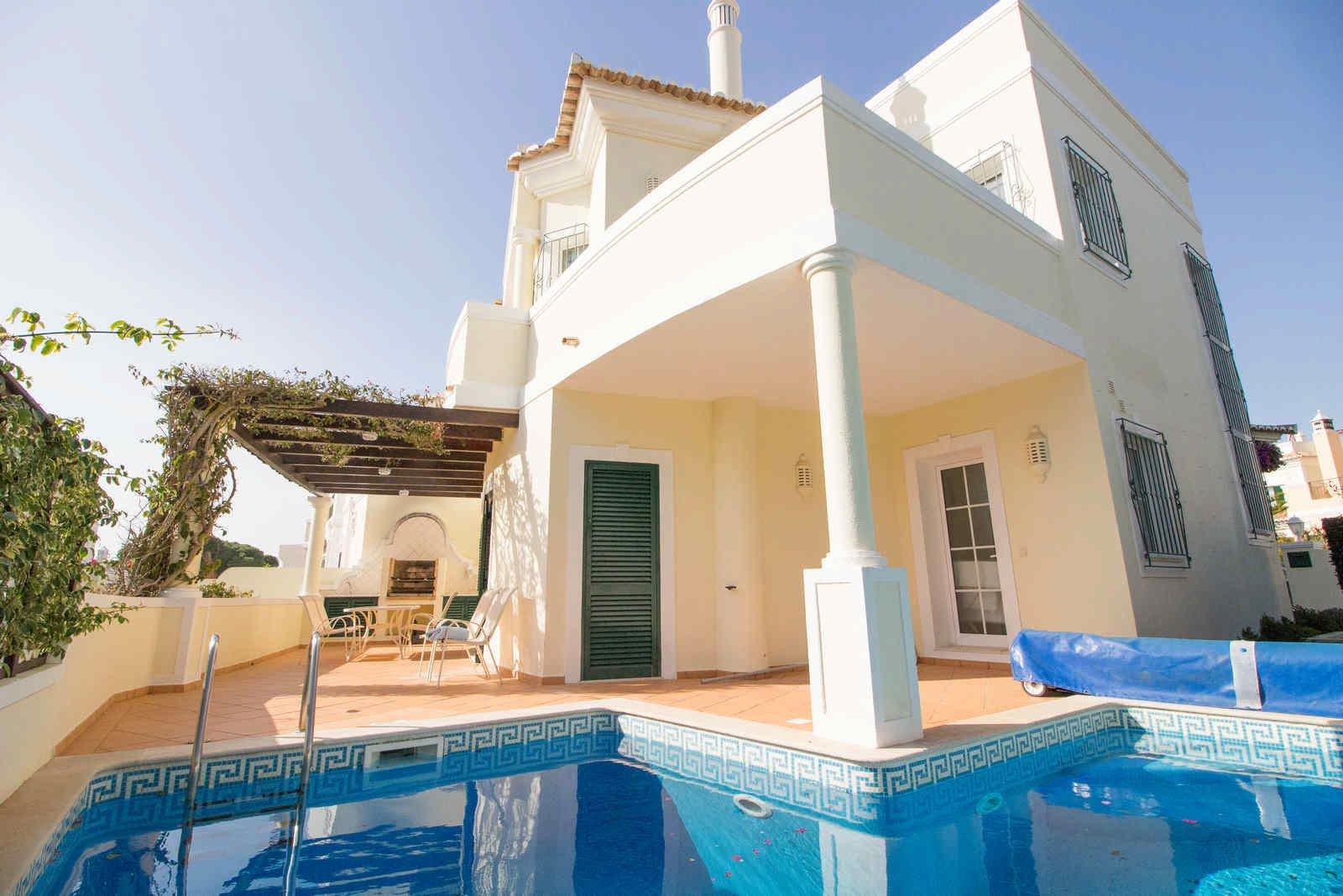 3 Bedroom Villa Vale do Lobo, Central Algarve Ref: PV3427