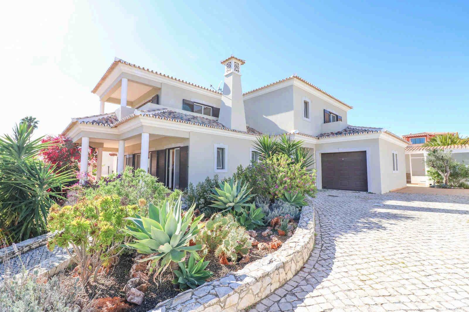 4 Bedroom Villa Loule, Central Algarve Ref: PV3551
