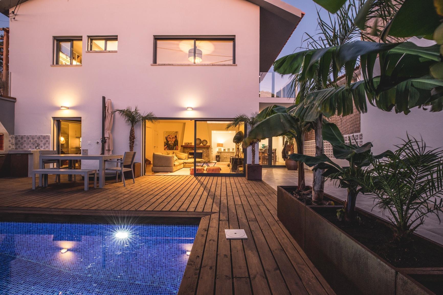 4 Bedroom Villa Cascais, Lisbon Ref: AVI346