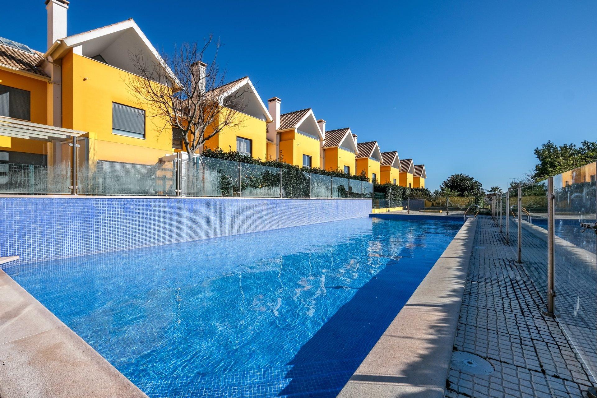 4 Bedroom Villa Estoril, Lisbon Ref: AVI347