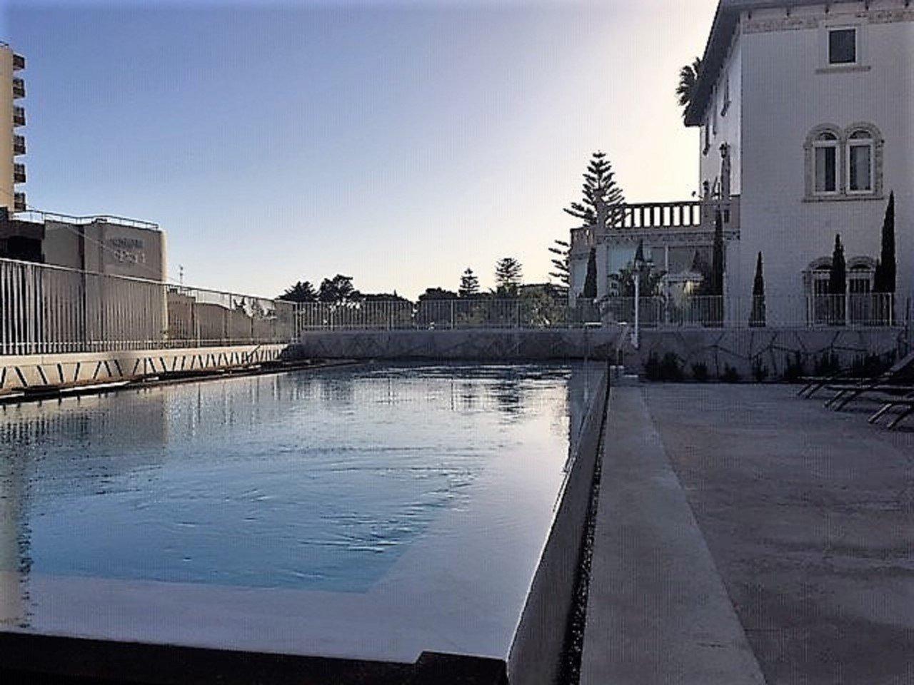 4 Bedroom Apartment Estoril, Lisbon Ref: AMA11019