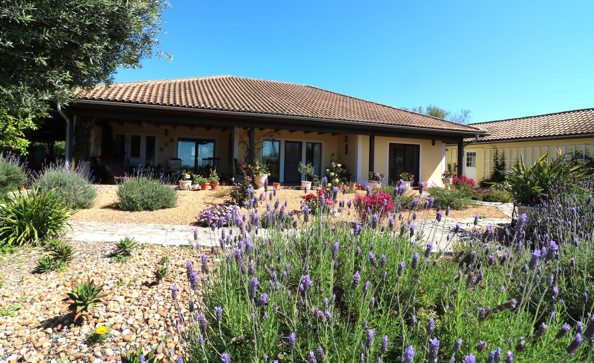 4 Bedroom Villa Santa Barbara de Nexe, Central Algarve Ref: JV10446
