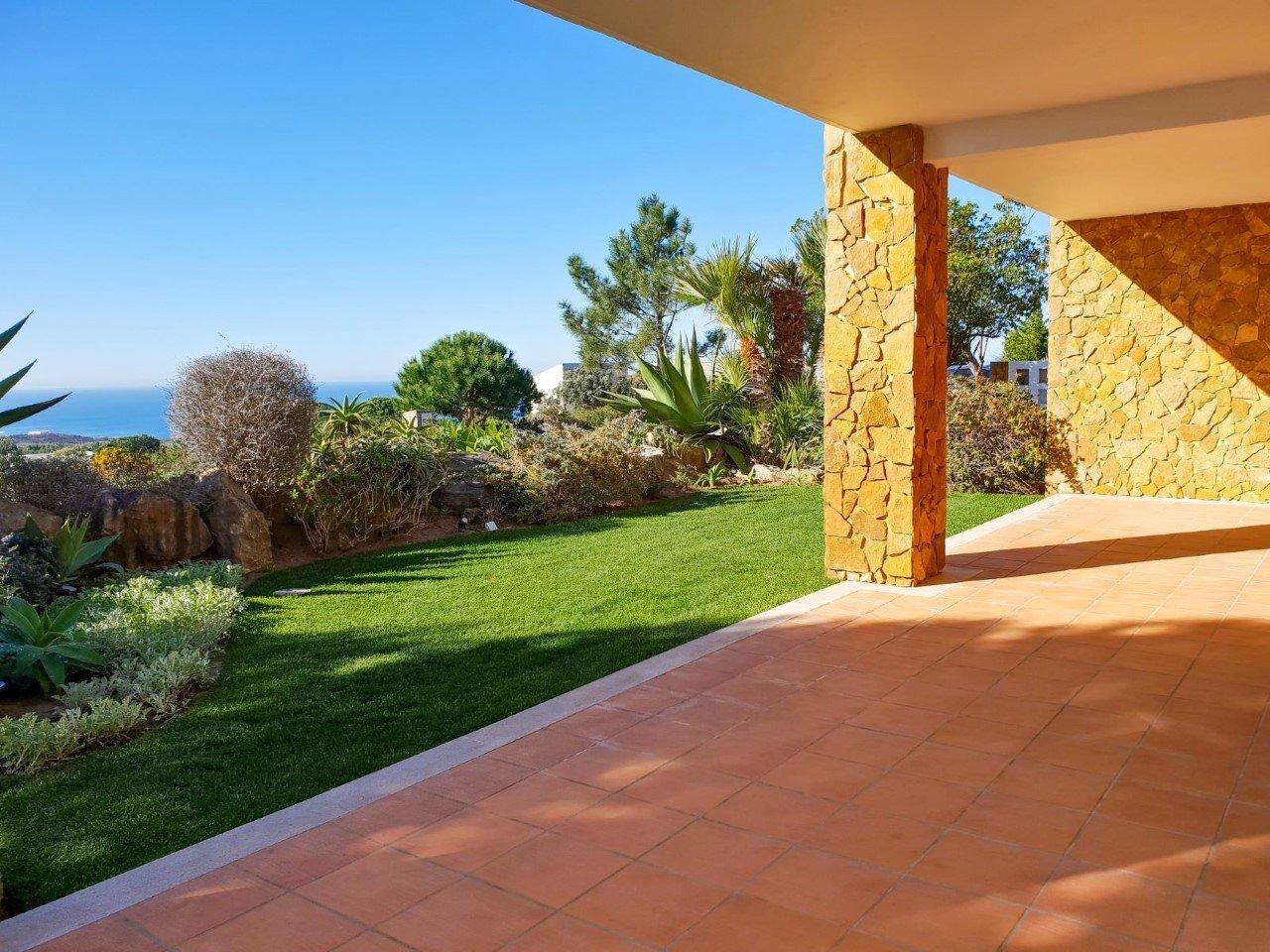 3 Bedroom Villa Cascais, Lisbon Ref: AMV12400