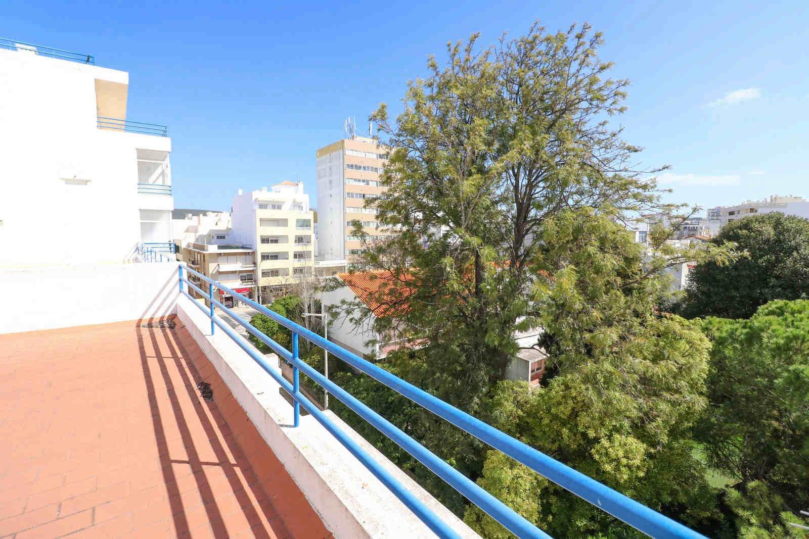 3 Bedroom Apartment Loule, Central Algarve Ref: PA3553
