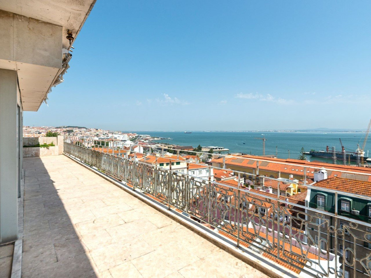 6 Bedroom Apartment Lisbon, Lisbon Ref: AMA13557