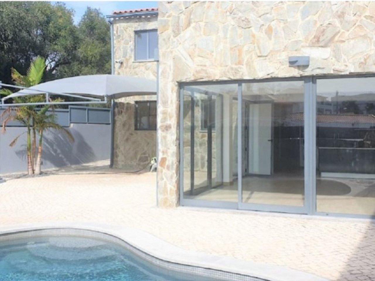 3 Bedroom Villa Cascais, Lisbon Ref: AMV13671
