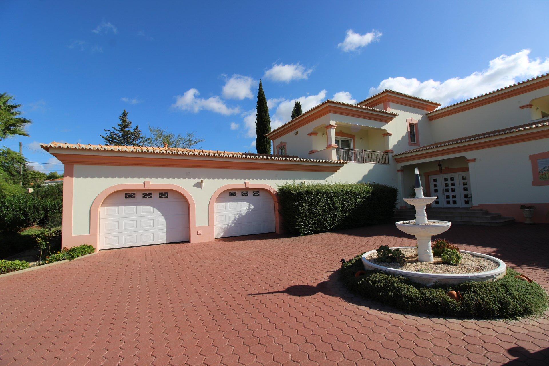 5 Bedroom Villa Alvor, Western Algarve Ref: MV24155