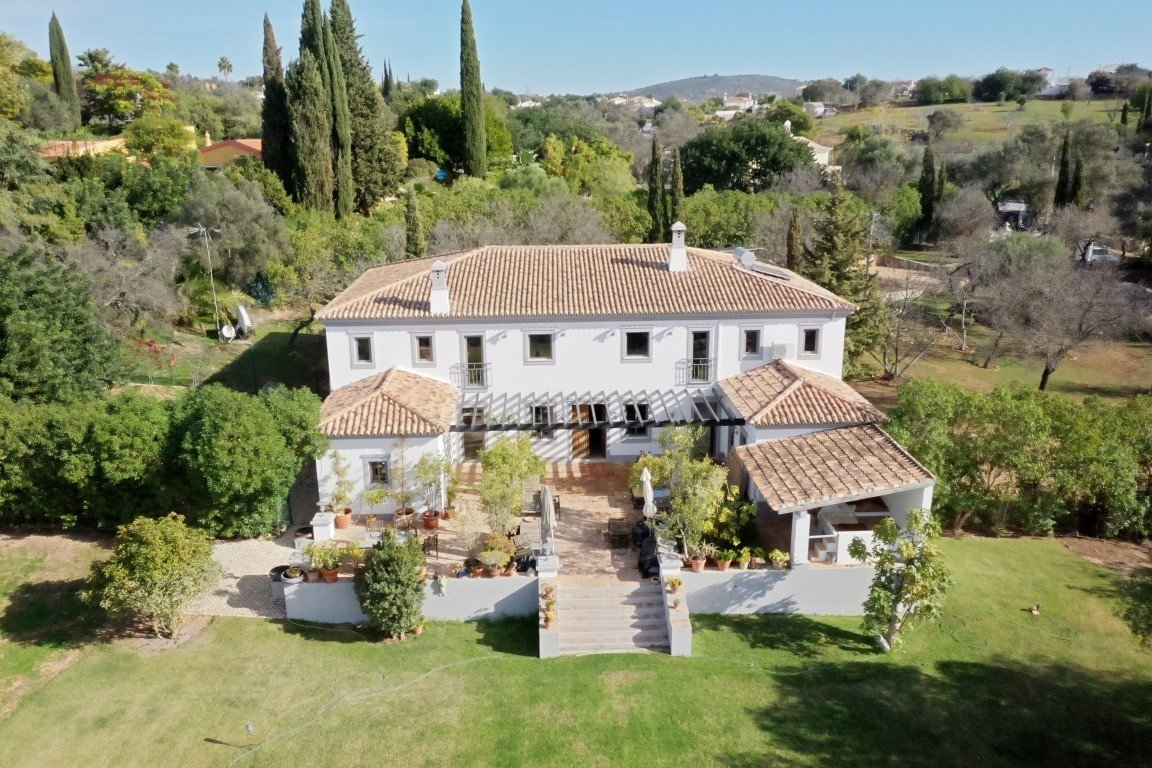 5 Bedroom Villa Almancil, Central Algarve Ref: MV24057