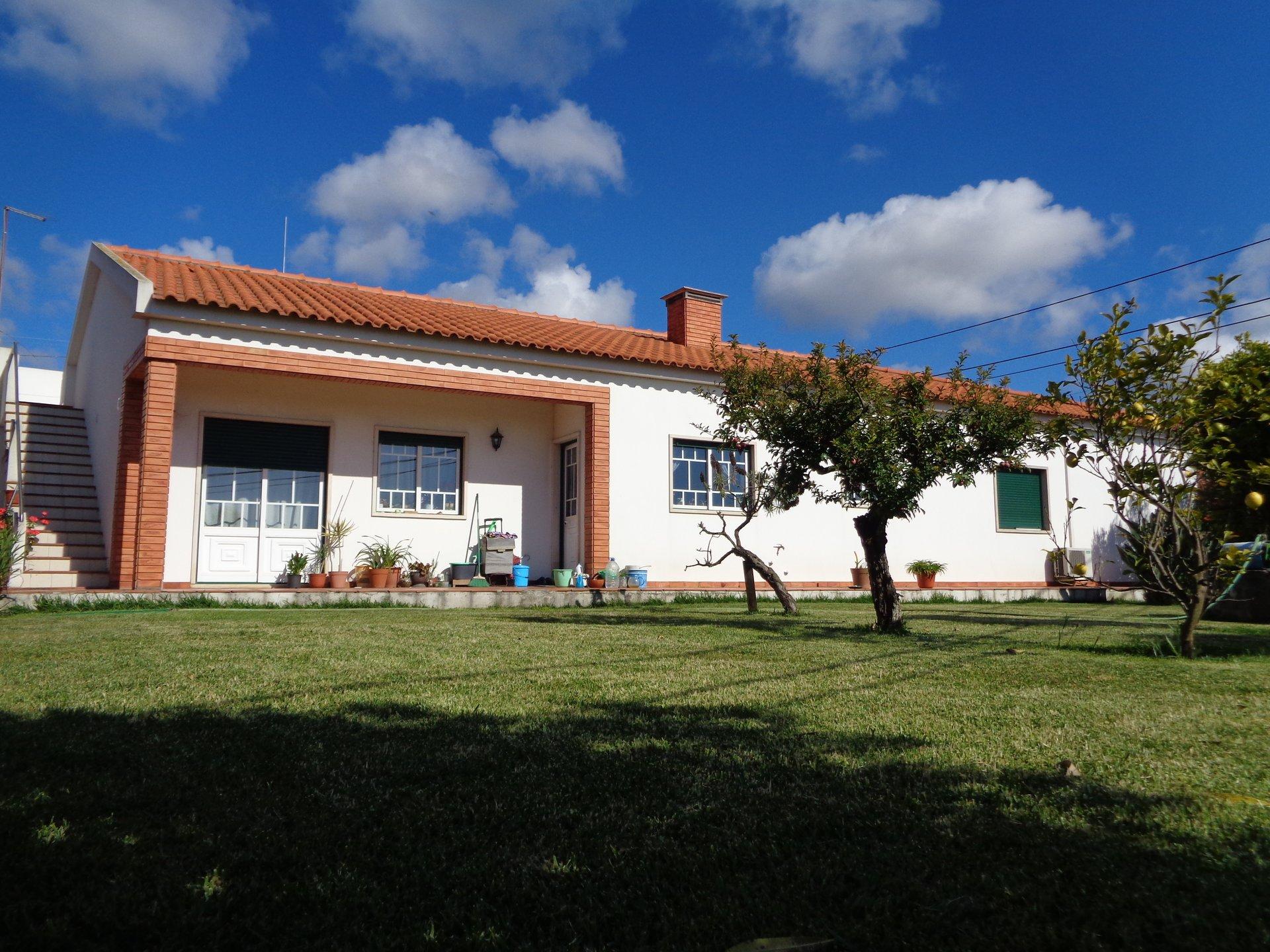 4 Bedroom Villa Caldas da Rainha, Silver Coast Ref: AV2065