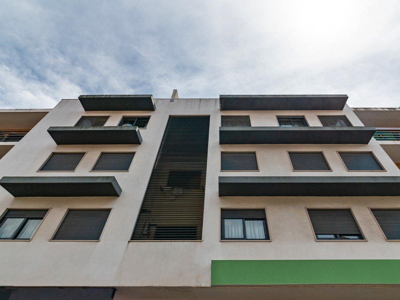 2 Bedroom Apartment Cascais, Lisbon Ref: AMA14148
