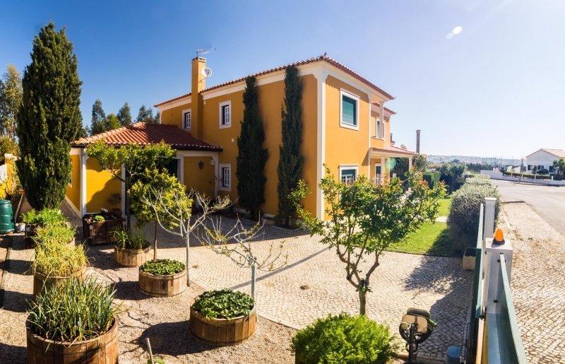 4 Bedroom Villa Caldas da Rainha, Silver Coast Ref: AV2067