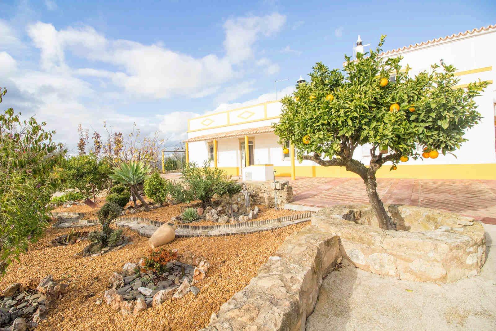 6 Bedroom Villa Boliqueime, Central Algarve Ref: PV3532