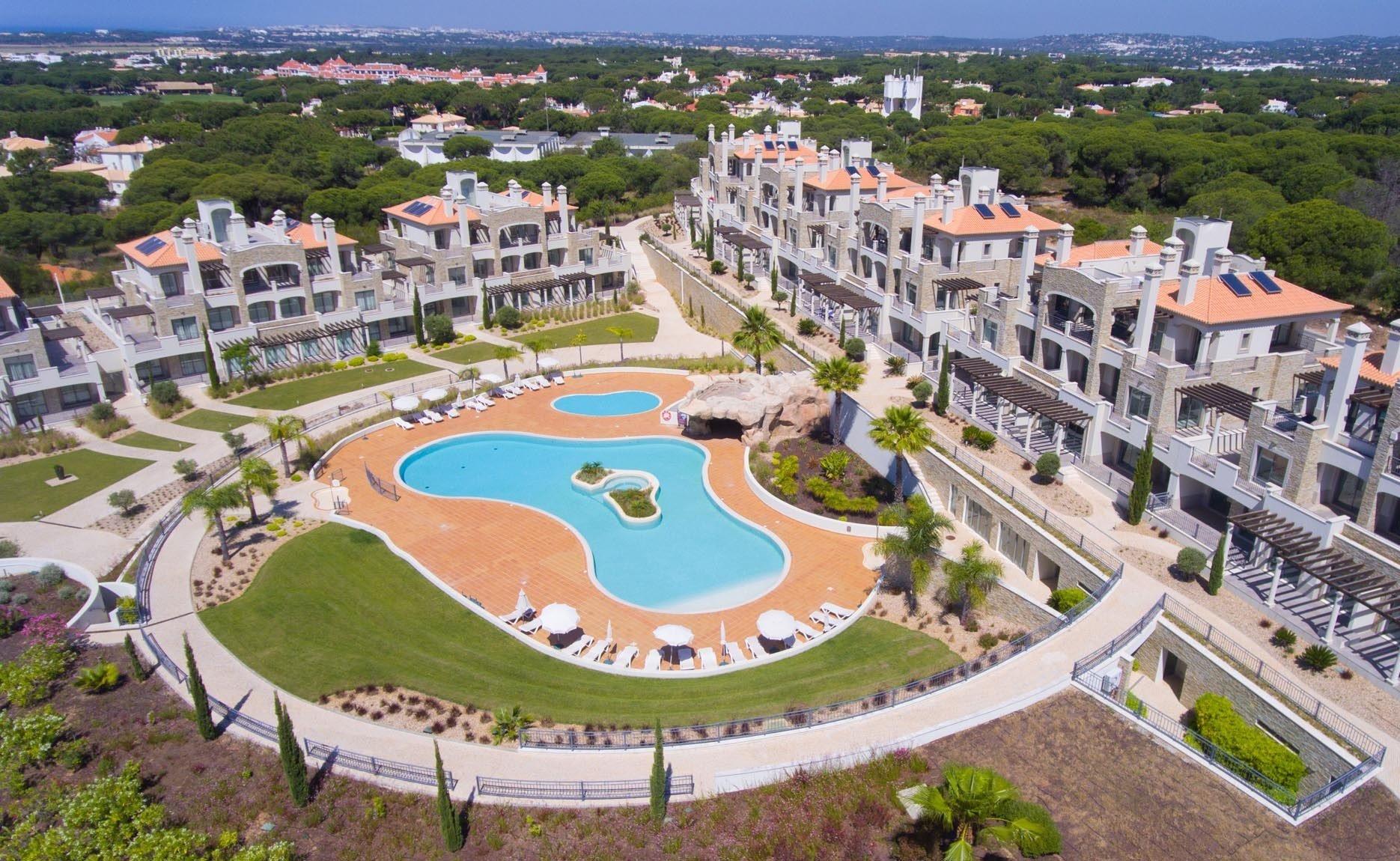 3 Bedroom Apartment Vilamoura, Central Algarve Ref: MA23443B