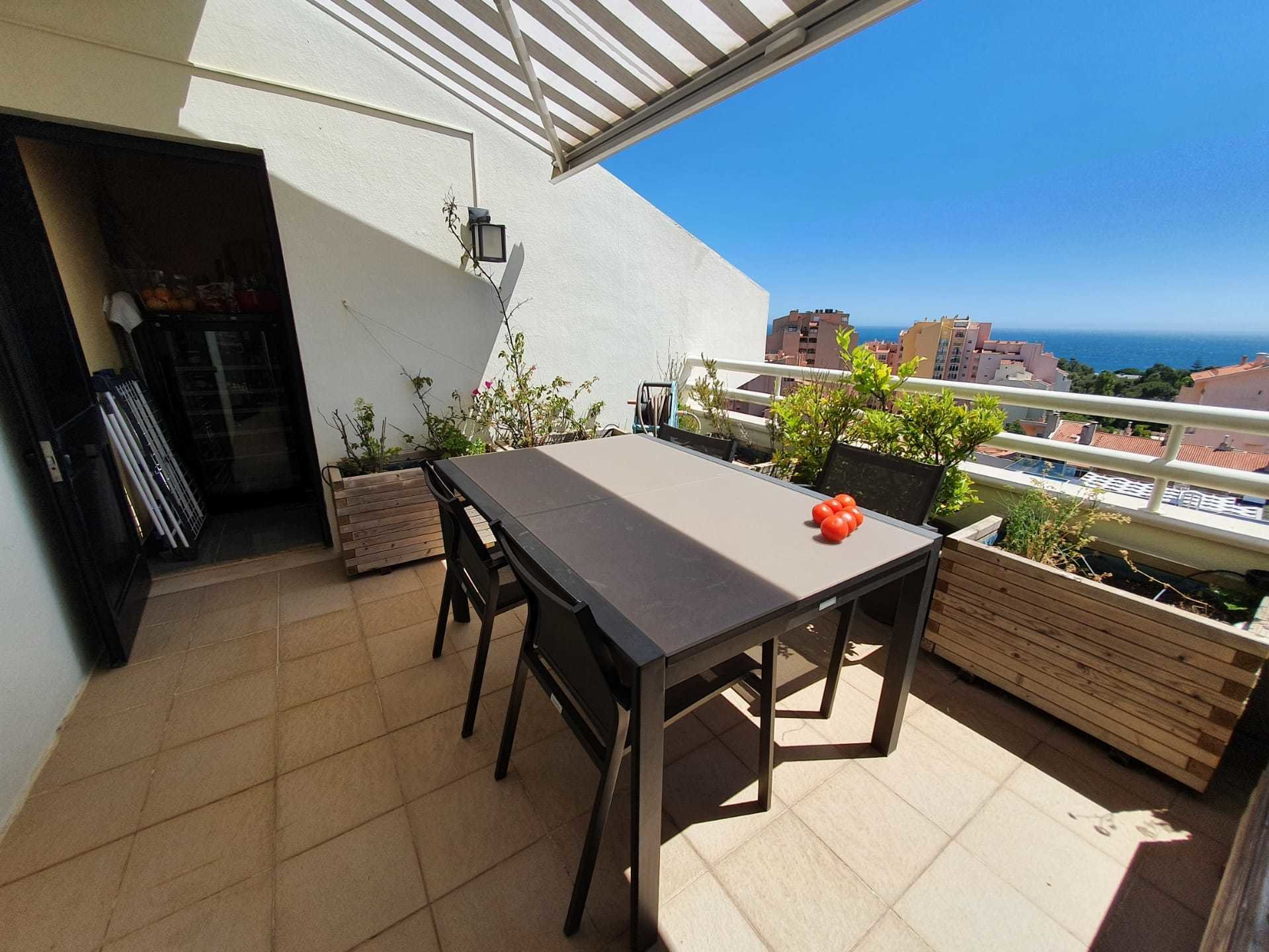 2 Bedroom Penthouse Cascais, Lisbon Ref: AAI353