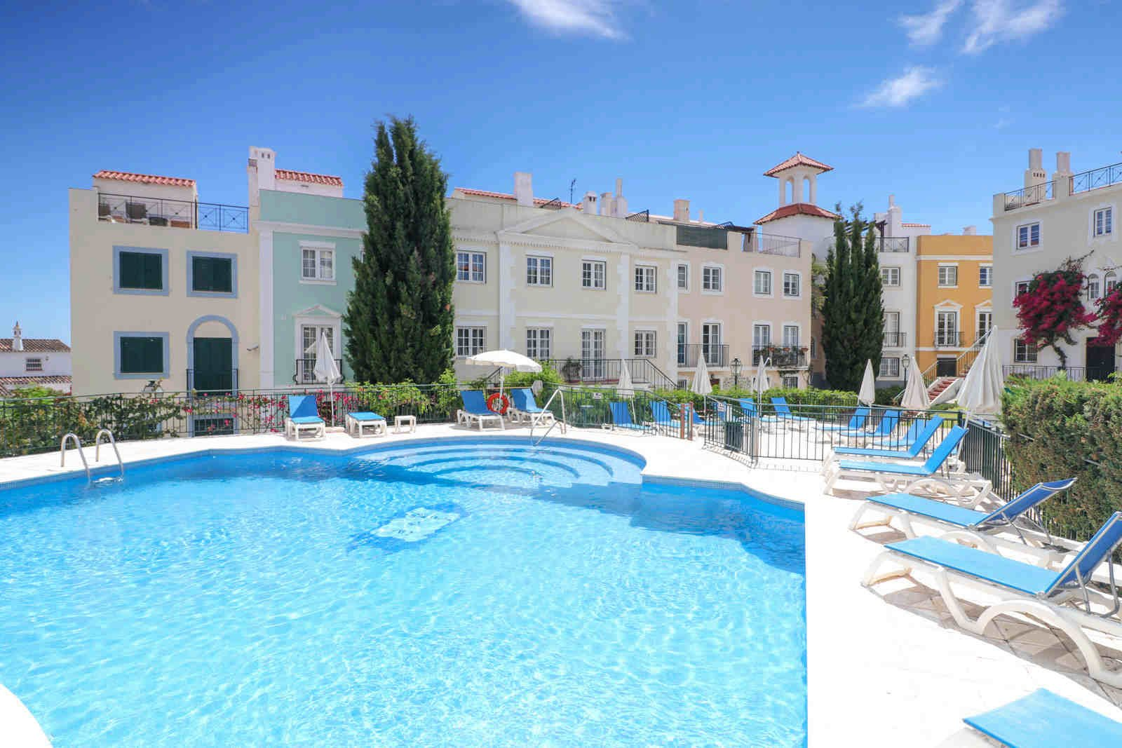 2 Bedroom Apartment Quarteira, Central Algarve Ref: PA3574