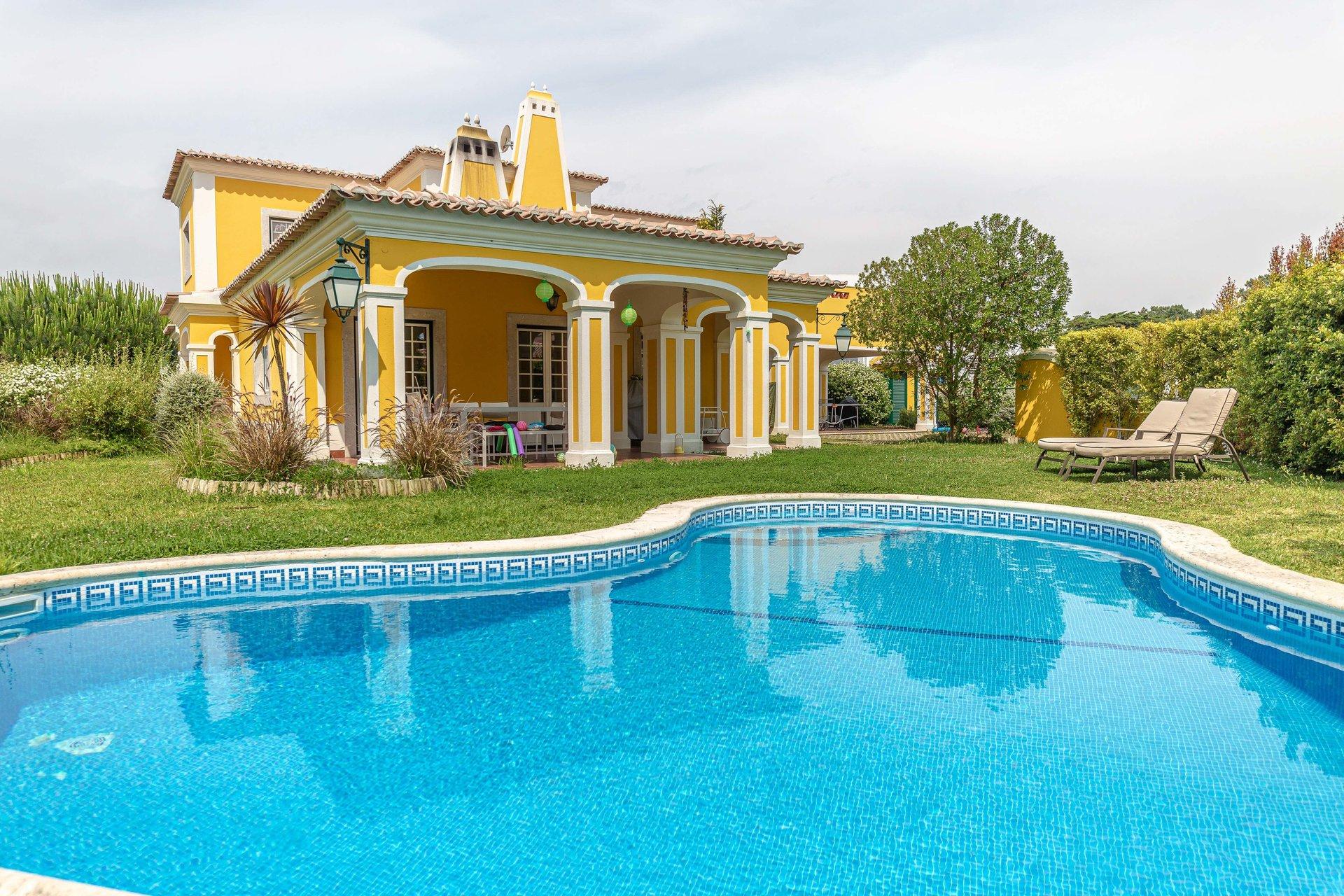 4 Bedroom Villa Sintra, Lisbon Ref: AVI355