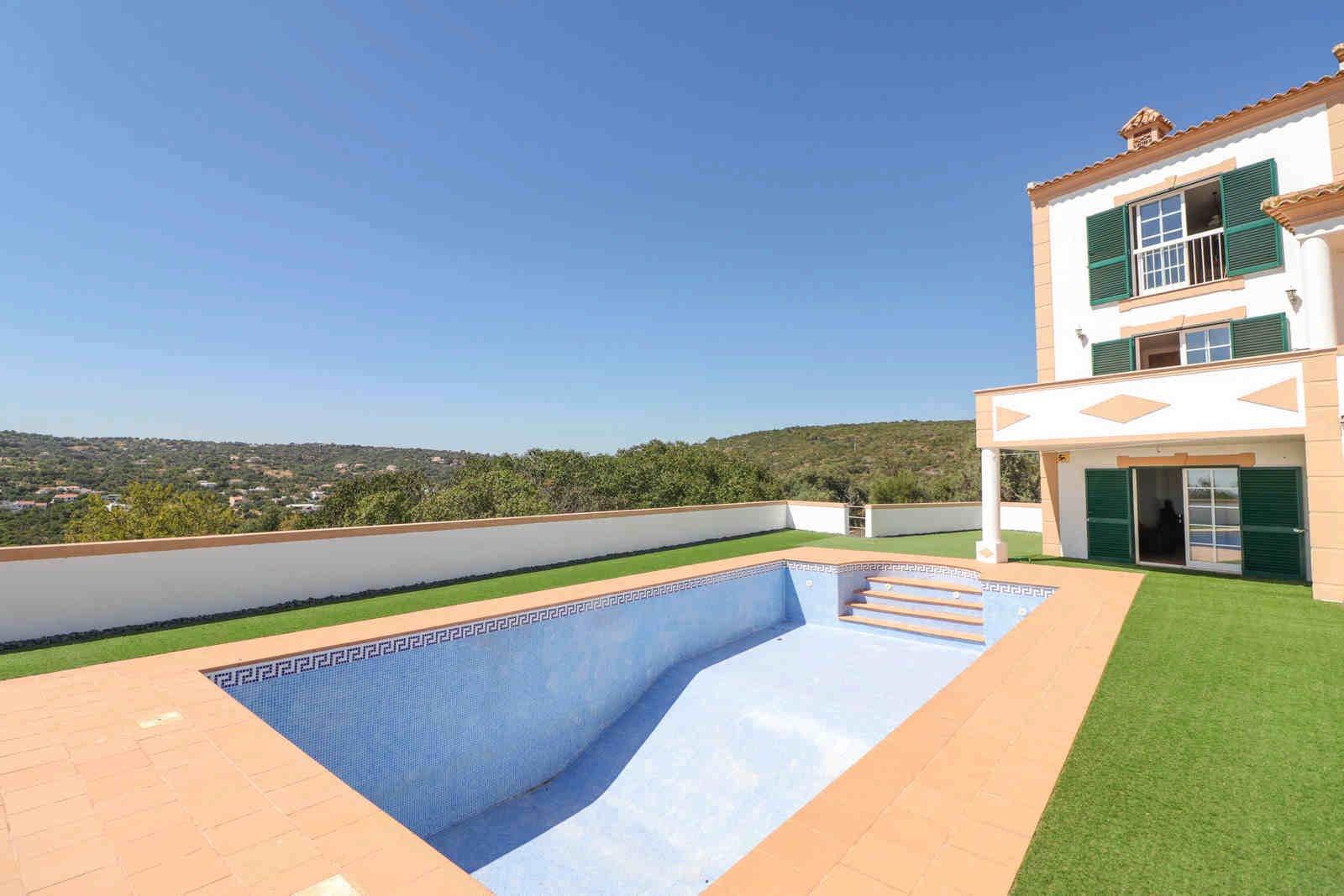 4 Bedroom Villa Loule, Central Algarve Ref: PV3583