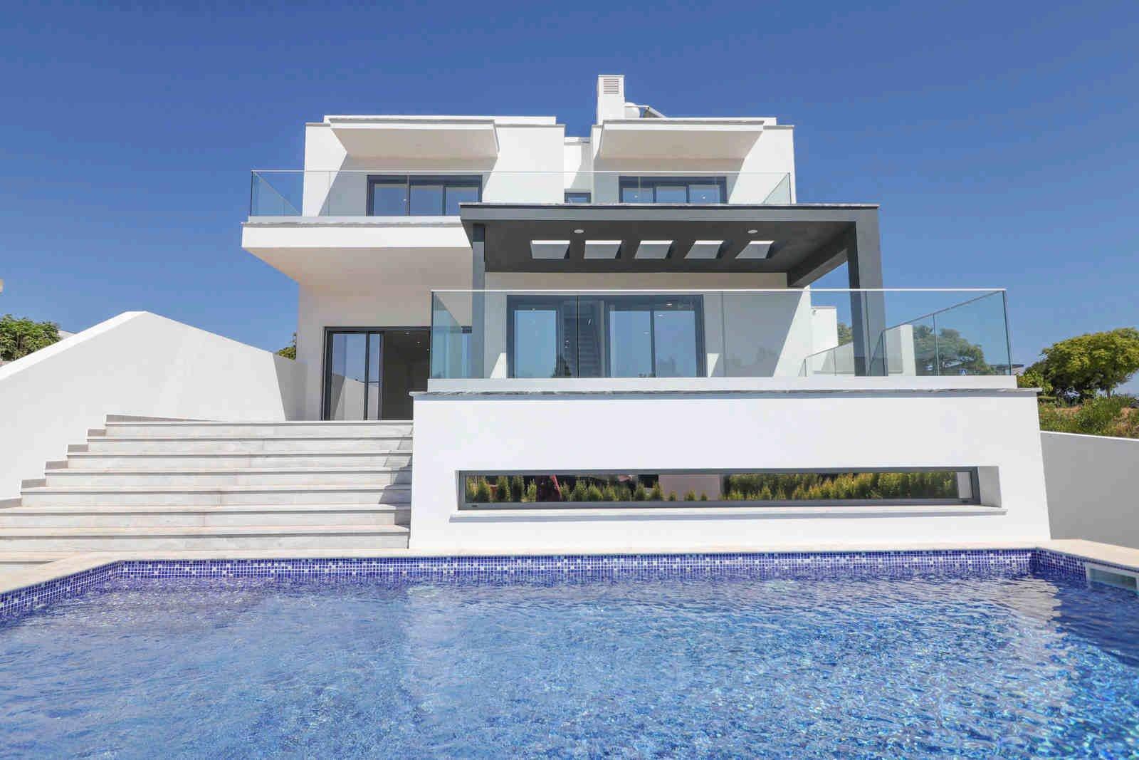 3 Bedroom Villa Quarteira, Central Algarve Ref: PV3584