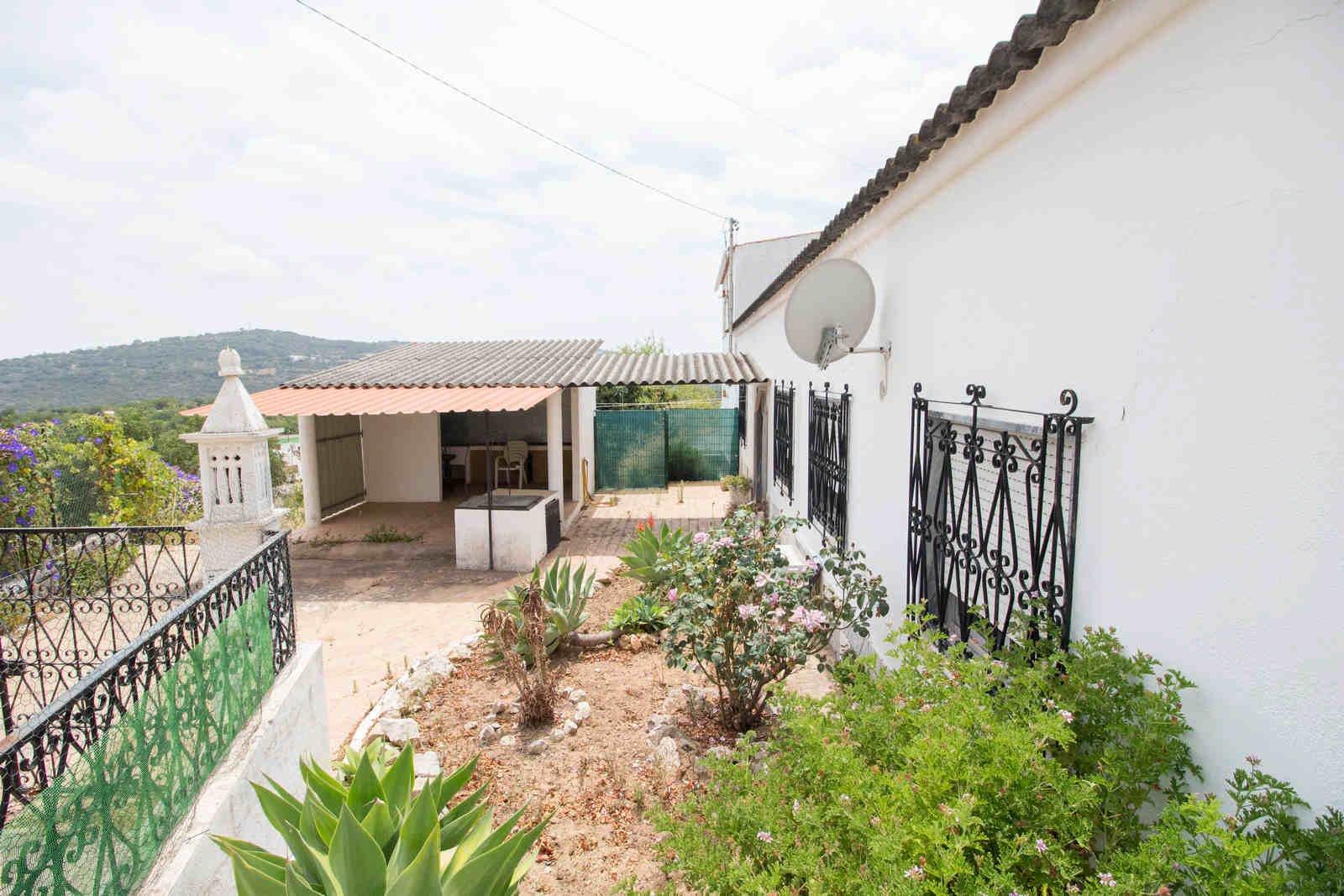4 Bedroom Villa Sao Bras de Alportel, Central Algarve Ref: PV3493