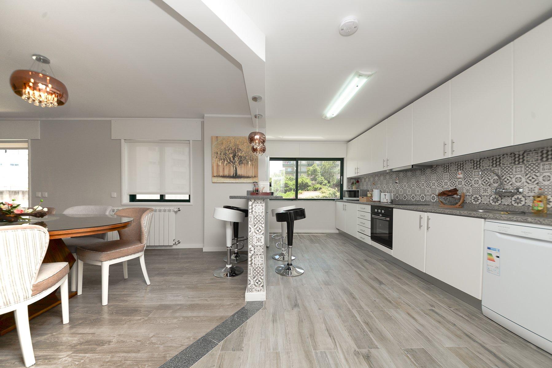 4 Bedroom Apartment Vila Nova de Gaia, Porto Ref: AAP77
