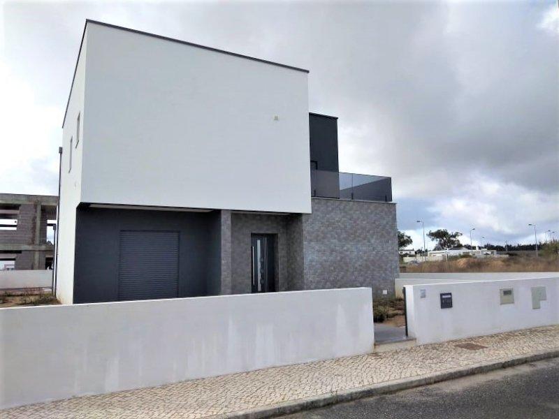4 Bedroom Villa Caldas da Rainha, Silver Coast Ref: AV2086