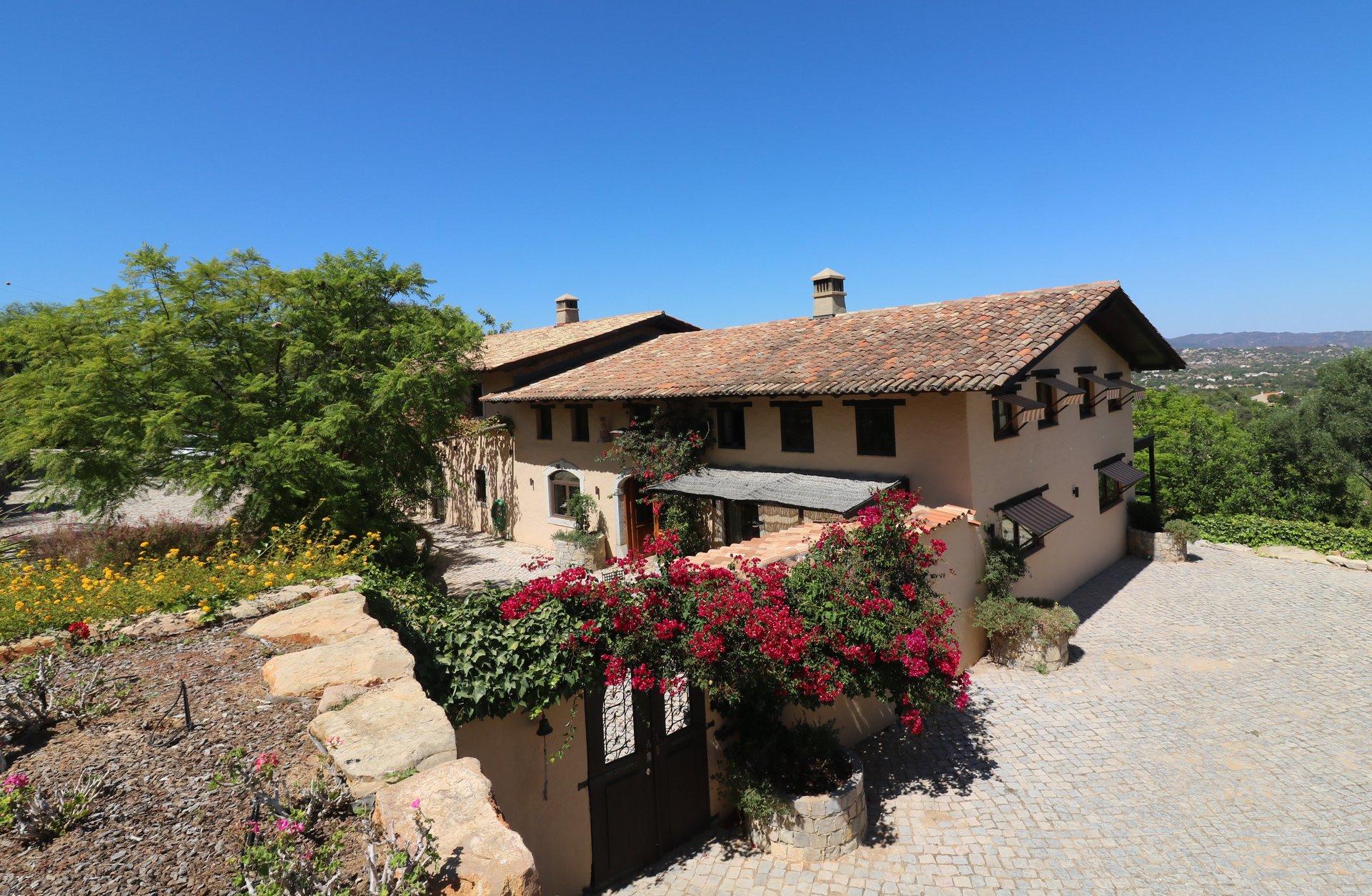 4 Bedroom House Estoi, Central Algarve Ref: JV10465
