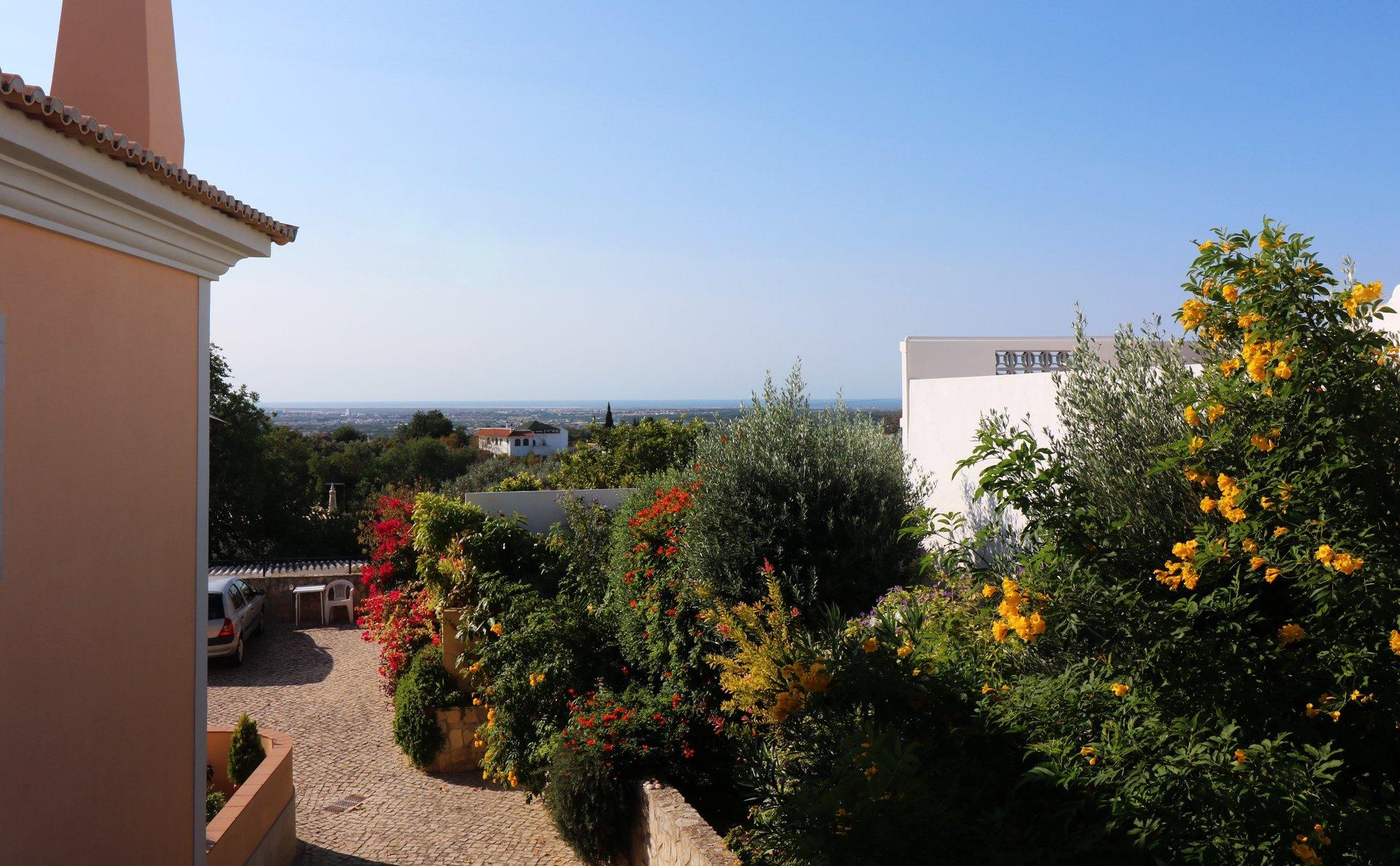 3 Bedroom Apartment Santa Barbara de Nexe, Central Algarve Ref: JA10466