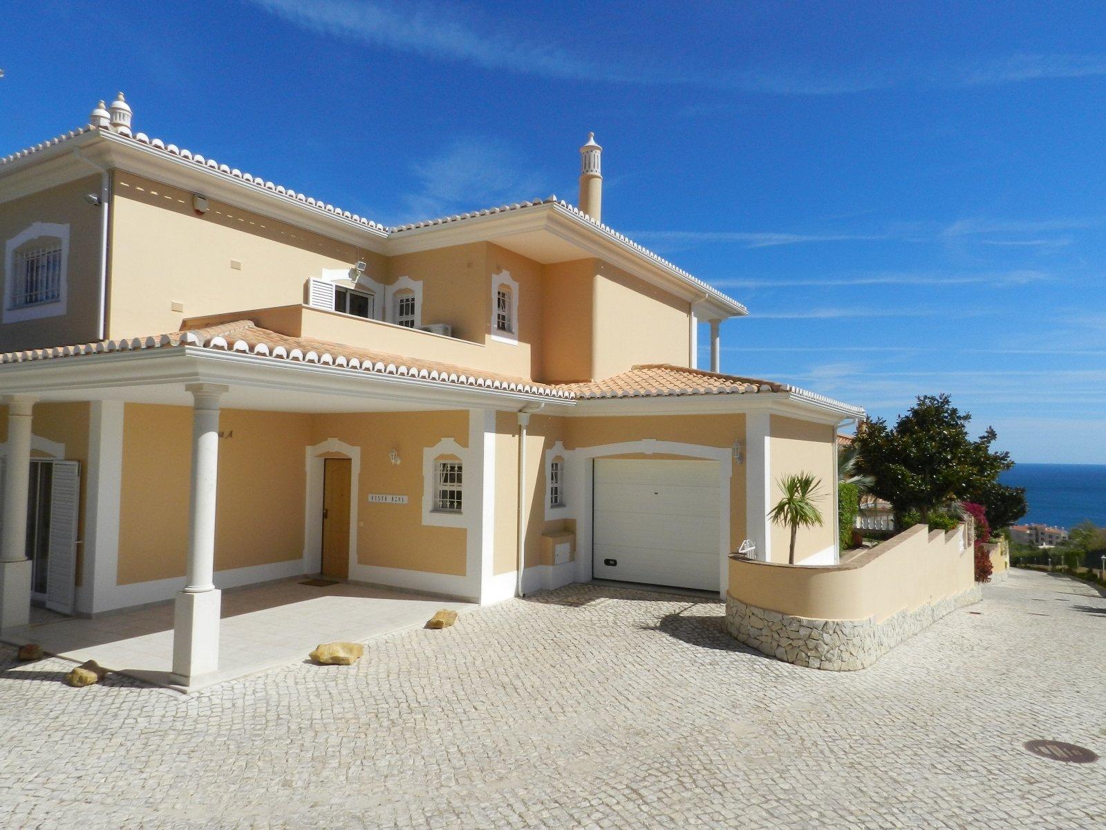 3 Bedroom Villa Praia da Luz, Western Algarve Ref: GV533