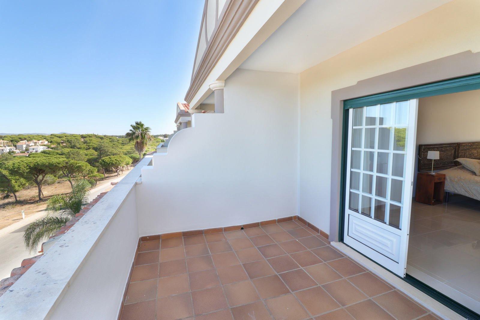 3 Bedroom Townhouse Almancil, Central Algarve Ref: PV3595