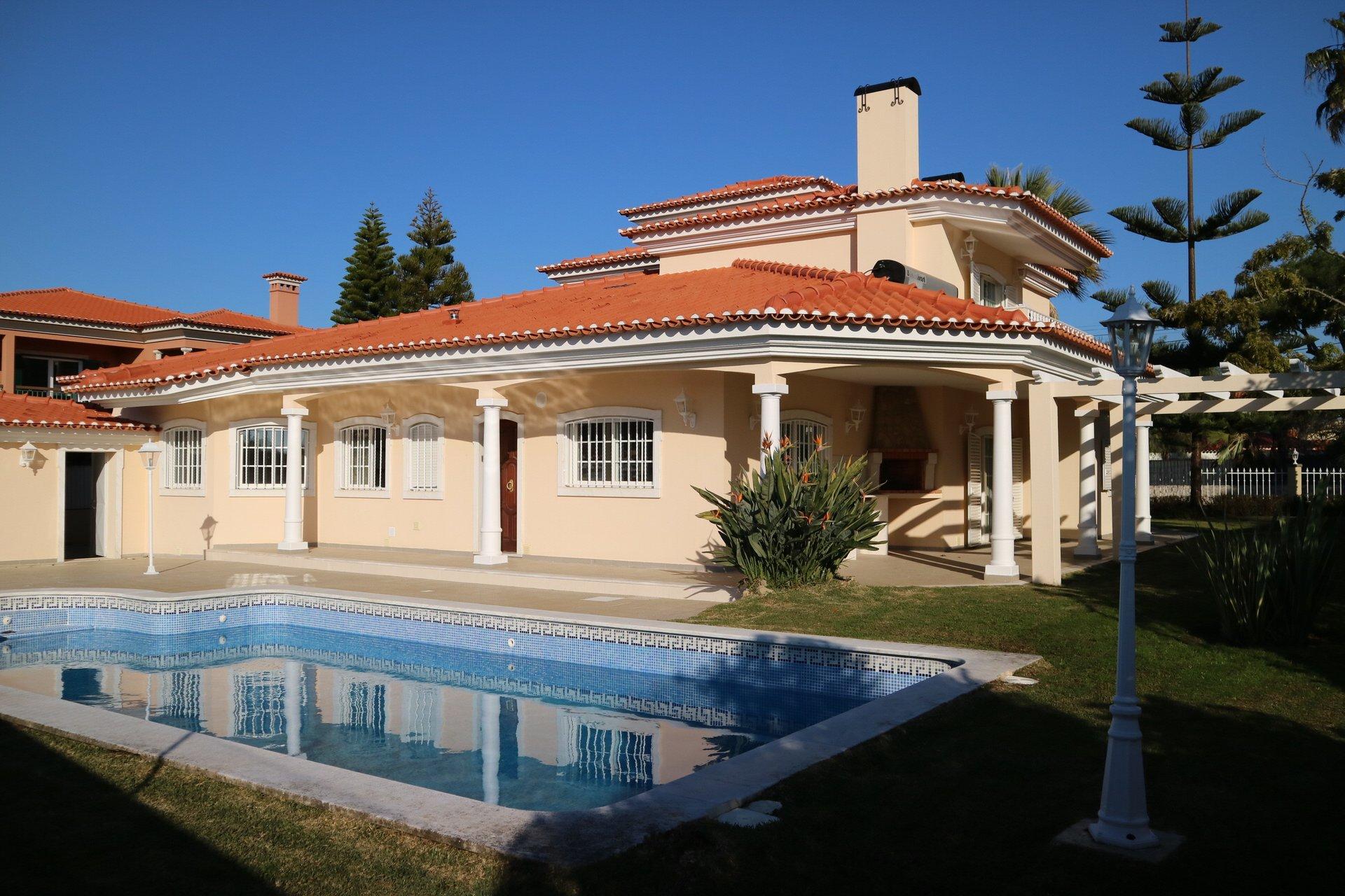 6 Bedroom Villa Cascais, Lisbon Ref: AVI362