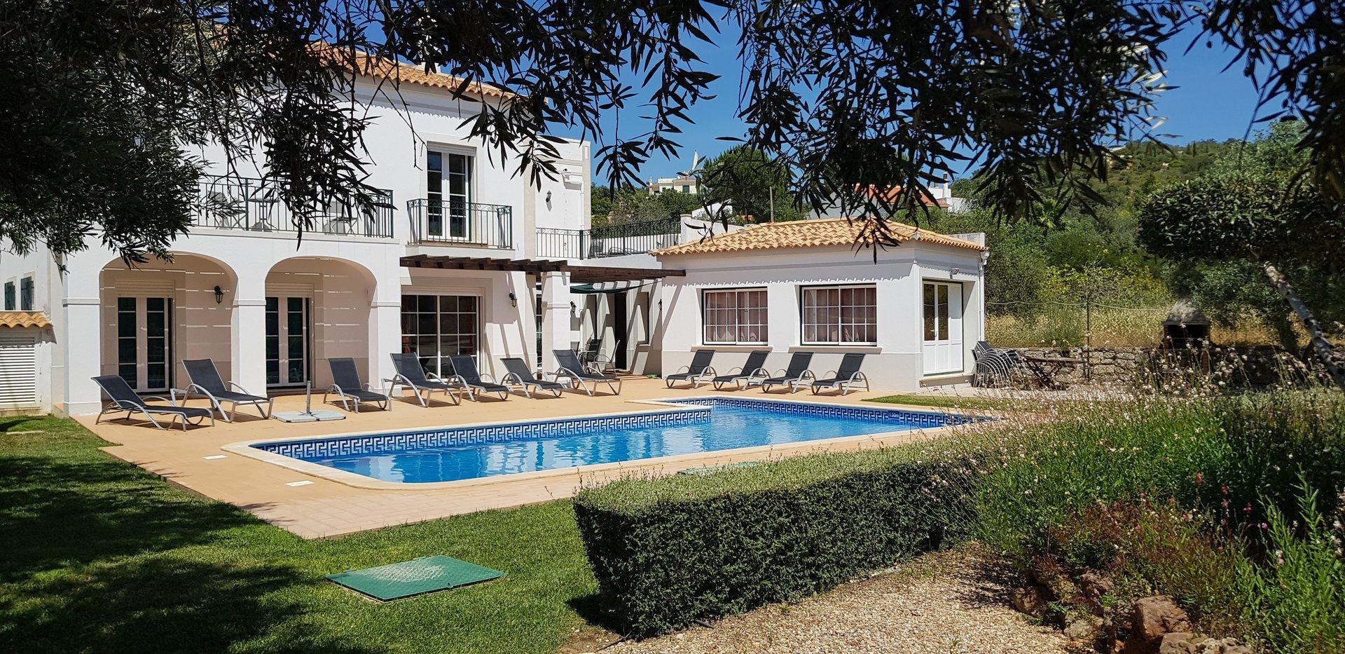 5 Bedroom Villa Santa Barbara de Nexe, Central Algarve Ref: RV5452