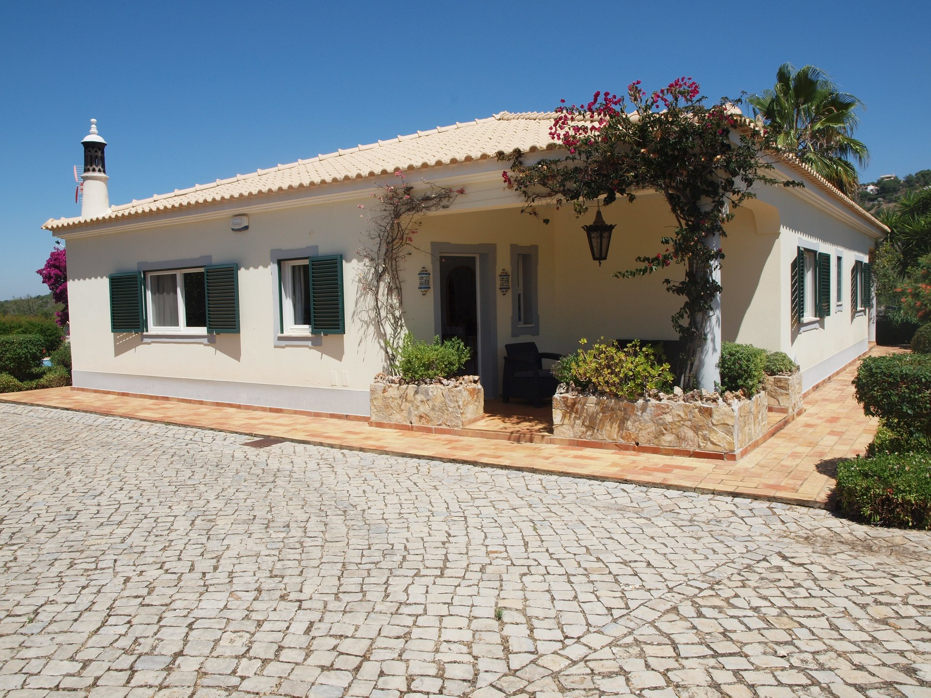 3 Bedroom Villa Loule, Central Algarve Ref: RV5462