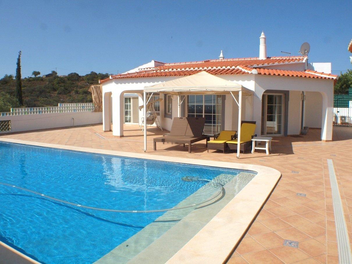 3 Bedroom Villa Santa Barbara de Nexe, Central Algarve Ref: RV5425