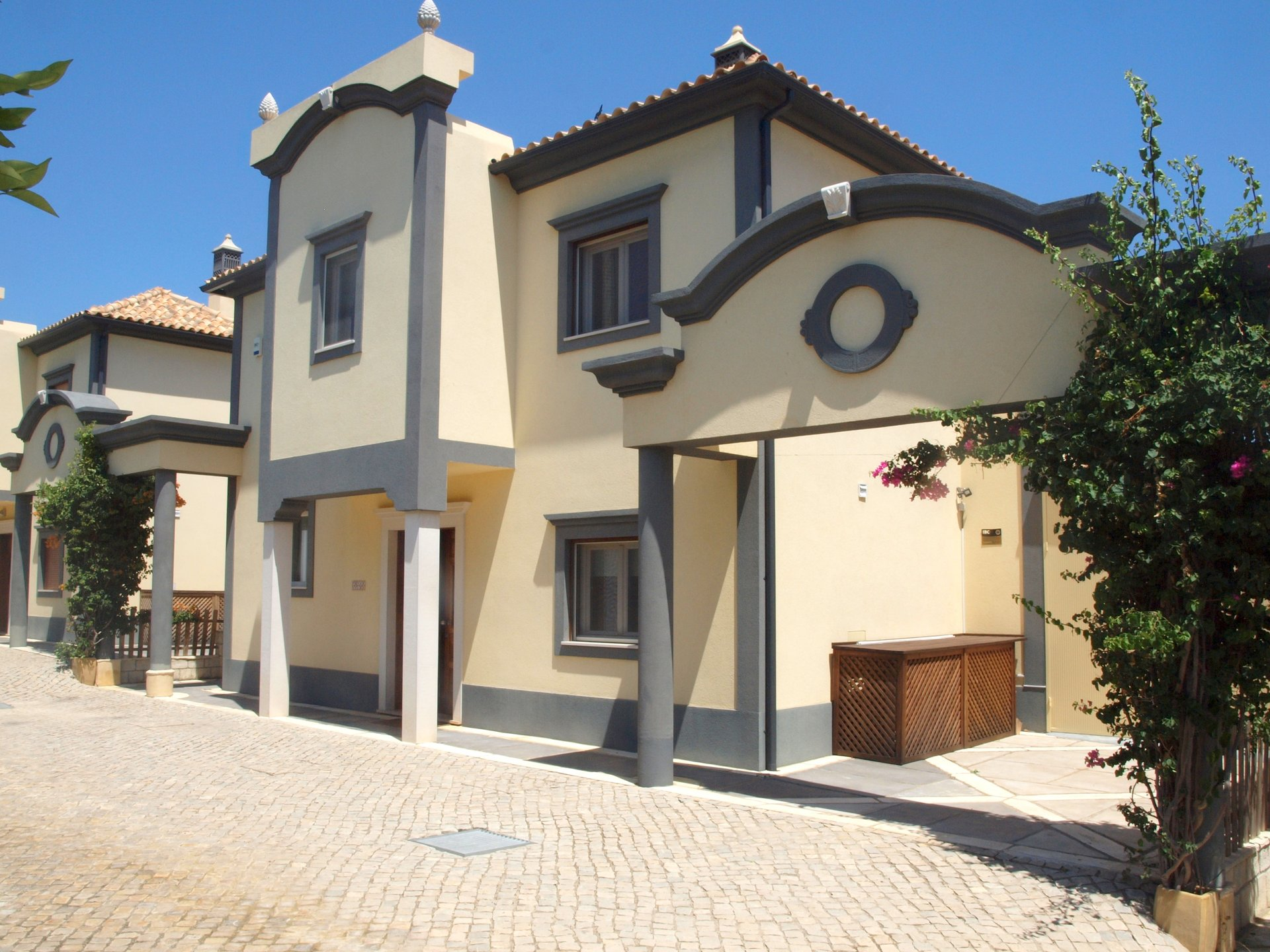 4 Bedroom Villa Almancil, Central Algarve Ref: RV5457