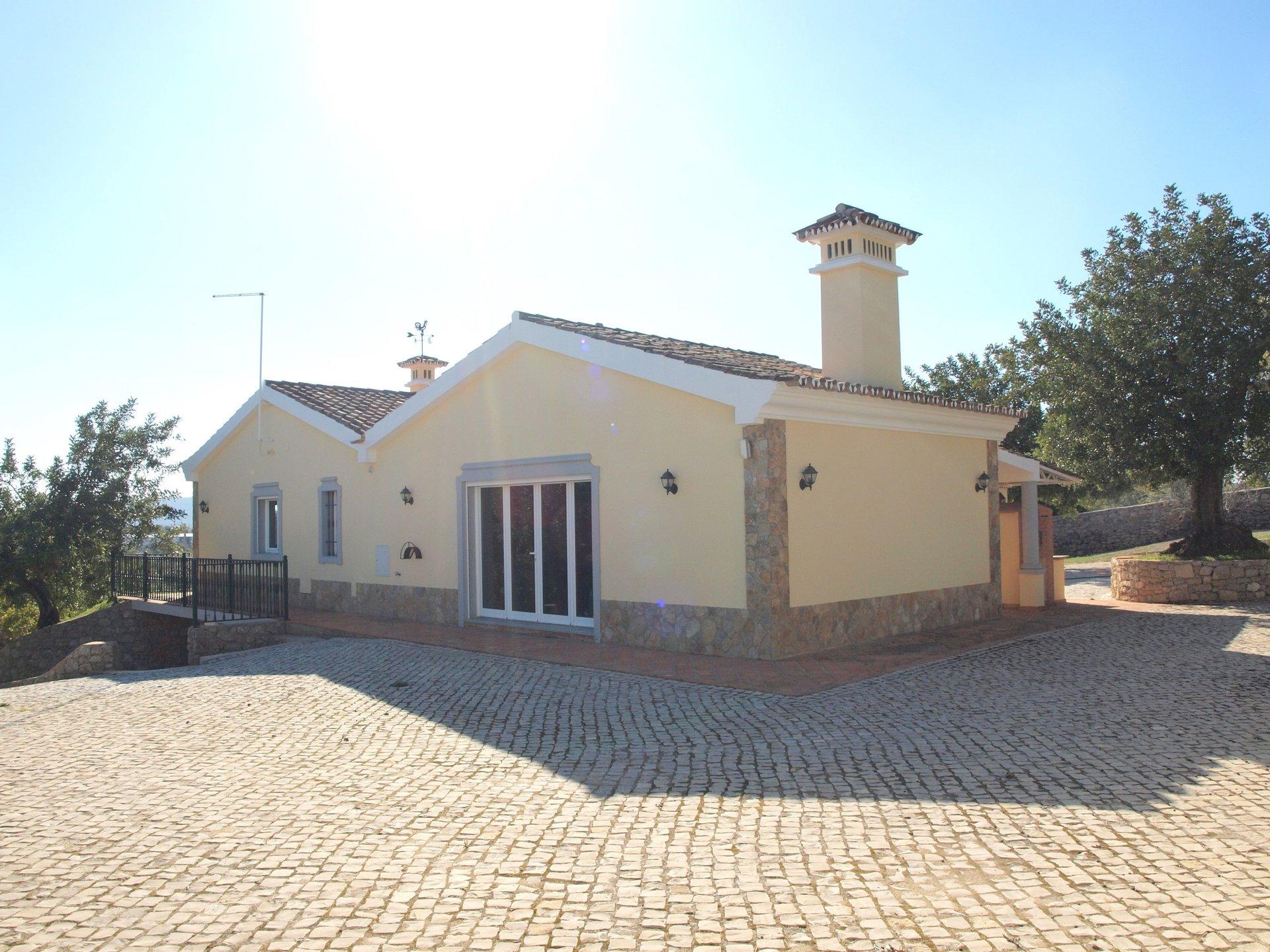 3 Bedroom Villa Sao Bras de Alportel, Central Algarve Ref: RV5353